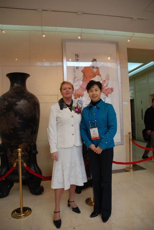 Rouva Dingin kanssa Beijingin taideakatemiassa.